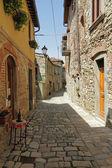 Estreita rua pedregosa na toscana borgo montefioralle — Foto Stock