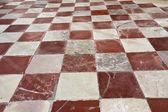 Antieke marmeren geruite bestrating — Stockfoto