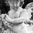 Angelic statue with wreath on cemetery — Stock Photo