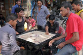 Men playing board game on street in Mumbai, India, — Foto Stock