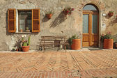 Nice entrance to the tuscan house, Sovana, Tuscany, Italy, Europ — Stock Photo