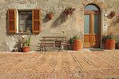 Nice entrance to the tuscan house, Sovana, Tuscany, Italy, Europ — Stock Photo