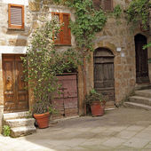 Italian patio in old village Pitigliano, Tuscany, Europe — Stock Photo