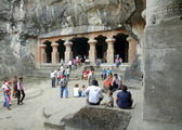 MUMBAI, INDIA - NOV. 28:Tourists visit Elephanta Caves on Novemb — Foto Stock