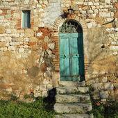 Giriş kapısı tuscan çiftlik evi, i̇talya — Stok fotoğraf
