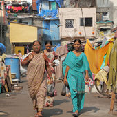 MUMBAI, INDIA-NOV.27: Women in district of slums on Nov. 27,2010 — Foto Stock