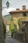 Rua em cidade pequena Toscana, volpaia, Toscana, Itália, Europa — Fotografia Stock