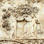 Adam et eve, le péché originel - relief en marbre sur le ca d'orvieto — Photo