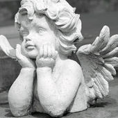 Cute angelic sculpture — Stock Photo