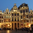 Foto Stock: Illuminated guildhalls by night on Grand Place, Brussels, B