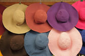 Colorful summer woman sun hats on market in Florence, Italy, Eu — Stock Photo