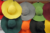 Colorful woman sun hats in shop window, Florence, Italy, Europe — Stock Photo