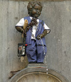 BRUSSELS - MAY 3 Manneken Pis - famous Brussels landmark of lit — Foto Stock