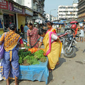 Vendors sell vegetables in a street market in India — Stock Photo