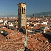 Fantastická krajina s campanile kostela nejsvětější trojice v — Stock fotografie