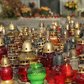 Muchas luces en cementerio — Foto de Stock