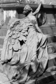 Escultura del ángel de mentira en la tumba — Foto de Stock