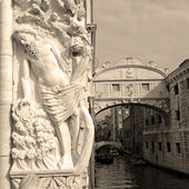 Decoration with Noah on Doge Palace and Bridge of Sighs — Stock Photo