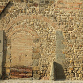 Stone and brick wall with arcs — Stock Photo