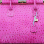 Pink ostrich handbag — Stock Photo