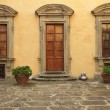 Doorway to the tuscan castle — Stock Photo #39802803