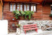 Boerderij huizen in zwitserland — Stockfoto