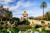 Magnificent fountain with pond in Parc de la Ciutadella, Barcelona — Stock Photo