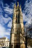 Tour Pey-Berland campanile and main square in Bordeaux, France — Stock Photo