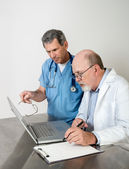 Two Senior Doctors at Laptop Computer — Stockfoto