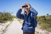 Man Hiking and Birdwatching and Looking Through Binoculars — Stock Photo