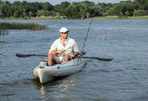 Man Fishing in Kayak — ストック写真