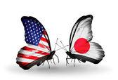 Dva motýli s příznaky na křídlech jako symbol vztahy usa a japonska — Stock fotografie