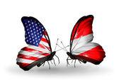 Twee vlinders met vlaggen op vleugels als symbool van de betrekkingen, usa en oostenrijk — Stockfoto