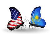 Dva motýli s příznaky na křídlech jako symbol vztahů usa a kazachstán — Stock fotografie