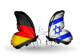 Två fjärilar med flaggor på vingarna som symbol för förbindelserna mellan tyskland och israel — Stockfoto