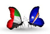 Deux papillons avec des drapeaux sur les ailes comme symbole des Émirats Arabes Unis des relations et des Îles marshall — Photo