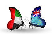 Två fjärilar med flaggor på vingarna som symbol för förbindelserna mellan förenade arabemiraten och fiji — Stockfoto