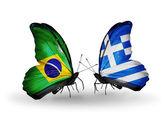 Två fjärilar med flaggor på vingarna som symbol för förbindelserna mellan brasilien och grekland — Stockfoto