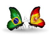 Deux papillons avec des drapeaux sur les ailes comme symbole des relations brésil et l'espagne — Photo