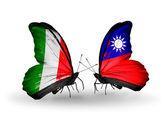 Twee vlinders met vlaggen op vleugels als symbool van betrekkingen italië en taiwan — Stockfoto