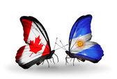 Två fjärilar med flaggor på vingarna som symbol för förbindelserna mellan kanada och argentina — Stockfoto