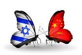 Twee vlinders met vlaggen op vleugels als symbool van betrekkingen israël en china — Stockfoto