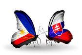 Dva motýli s příznaky na křídlech jako symbol vztahů, filipíny a na slovensku — Stock fotografie