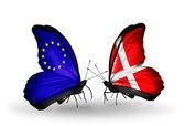 Twee vlinders met vlaggen op vleugels als symbool van betrekkingen eu en denemarken — Stockfoto