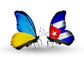 Due farfalle con bandiere sulle ali come simbolo delle relazioni Ucraina e cuba — Foto Stock