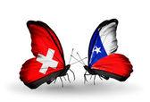 Due farfalle con bandiere sulle ali come simbolo delle relazioni svizzera e cile — Foto Stock