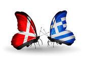 Due farfalle con le bandierine della danimarca e grecia sulle ali — Foto Stock