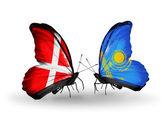Dos mariposas con banderas de dinamarca y kazajstán en alas — Foto de Stock
