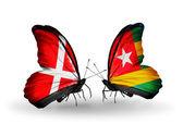 Duas borboletas com bandeiras da Dinamarca e togo nas asas — Fotografia Stock