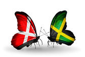 Dos mariposas con banderas de dinamarca y jamaica en alas — Foto de Stock